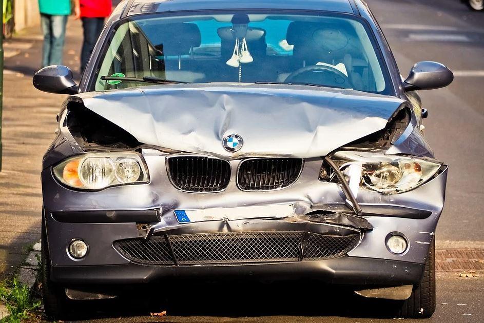 Schadensfeststellung nach einem Unfall mit dem Auto